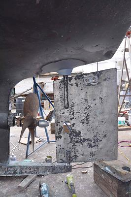 Click image for larger version  Name:Zincs on Rudder shaft and spurs.jpg Views:124 Size:136.5 KB ID:108085