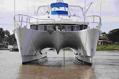 domino-20-power-catamaran-wingdeck.jpg