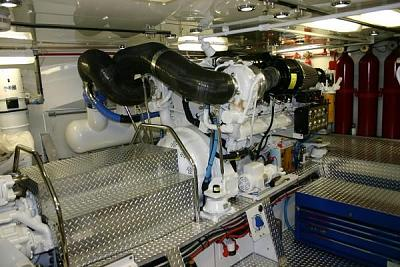 Click image for larger version  Name:Moon river engine room.jpg Views:100 Size:61.3 KB ID:12700