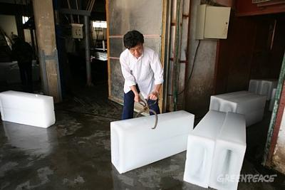 Click image for larger version  Name:these-big-ice-blocks-are-used.jpg Views:96 Size:40.8 KB ID:14748