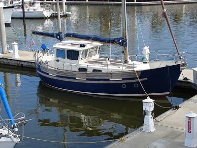Click image for larger version  Name:Round stern Sailboat Old Squaw.jpg Views:10086 Size:182.8 KB ID:19053