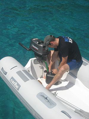 Click image for larger version  Name:fueling dinghy.jpg Views:98 Size:95.2 KB ID:21338
