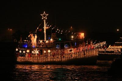 Click image for larger version  Name:crhistmas boat parade 2007-_20071208_0730.jpg Views:100 Size:86.9 KB ID:290