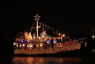 Click image for larger version  Name:crhistmas boat parade 2007-_20071208_0704.jpg Views:112 Size:78.4 KB ID:291