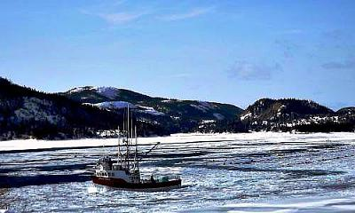 Click image for larger version  Name:Boat in Ice 6.jpg Views:100 Size:28.1 KB ID:29192