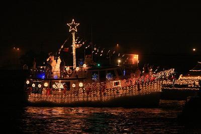 Click image for larger version  Name:crhistmas boat parade 2007-_20071208_0730.jpg Views:113 Size:86.9 KB ID:292