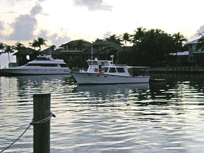 Click image for larger version  Name:Pilothouse added.jpg Views:278 Size:149.7 KB ID:30759