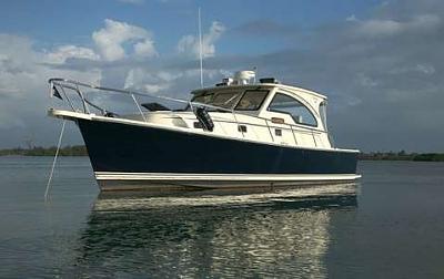 caper at anchor (old moonstruck).jpg