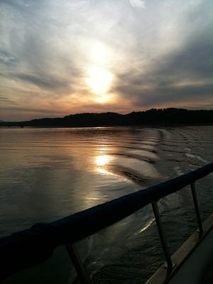 Click image for larger version  Name:sunset wake.jpg Views:92 Size:65.0 KB ID:3334