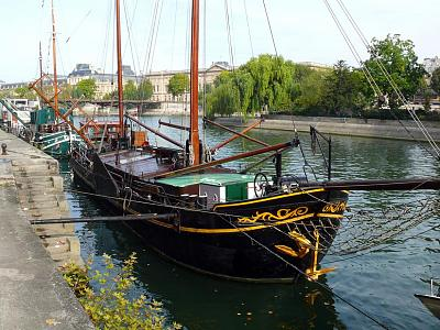 Click image for larger version  Name:Liveaboard Seine River.jpg Views:94 Size:182.0 KB ID:34810