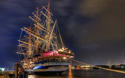 Click image for larger version  Name:the_sailing_ship_amerigo_vespucci.jpg Views:245 Size:125.1 KB ID:36471