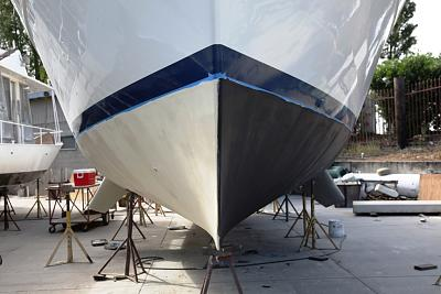 Click image for larger version  Name:First coat of barrier and bottom paint.jpg Views:141 Size:74.4 KB ID:37078