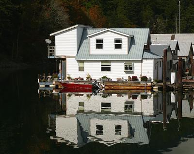 floathouse.jpg