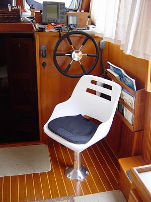 Click image for larger version  Name:inside helm seat lowered.jpg Views:176 Size:107.8 KB ID:4412