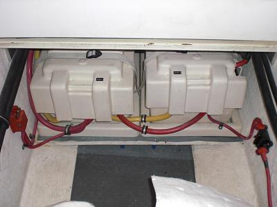 Click image for larger version  Name:moonstruck sabre 42 battery wiring 005.jpg Views:53 Size:124.8 KB ID:5287