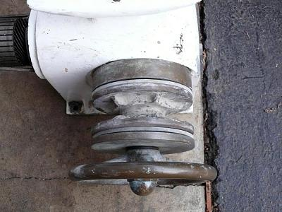 Click image for larger version  Name:old windlass.jpg Views:327 Size:101.5 KB ID:533