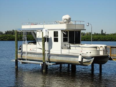 Click image for larger version  Name:pontoon trawlette-lift.jpg Views:80 Size:104.7 KB ID:54248