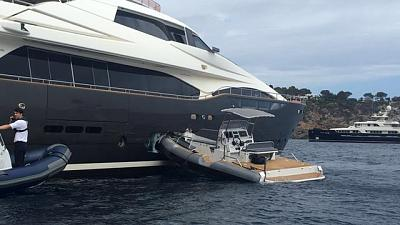 Click image for larger version  Name:Tender Crashes Into Yacht In Ibiza (2).jpg Views:112 Size:35.3 KB ID:54617