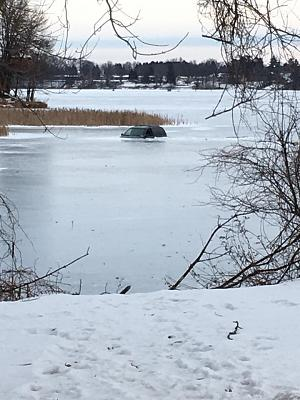 Click image for larger version  Name:SUV in lake.jpg Views:108 Size:79.7 KB ID:60277