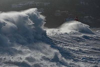 Click image for larger version  Name:swell.jpg Views:99 Size:85.5 KB ID:62554