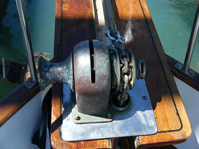 Click image for larger version  Name:_windlass2.jpg Views:174 Size:129.6 KB ID:65688