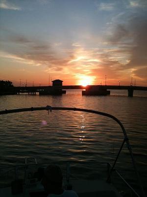 Click image for larger version  Name:trent river bridge sunrise.jpg Views:49 Size:53.2 KB ID:7263