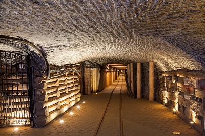 Click image for larger version  Name:Wieliczka-Salt-Mine-Poland[1].jpg Views:58 Size:139.9 KB ID:73924