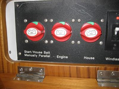 Click image for larger version  Name:battery switches.jpg Views:91 Size:239.2 KB ID:9046