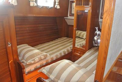 Click image for larger version  Name:mid-cabin beds.jpg Views:25 Size:51.5 KB ID:90771