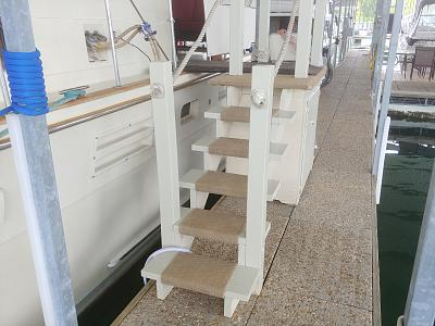 Click image for larger version  Name:Dock stair 1.jpg Views:48 Size:145.3 KB ID:90981