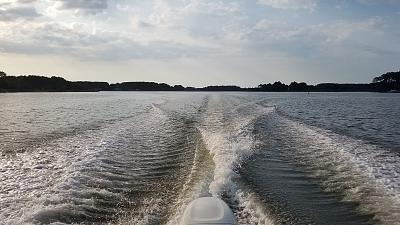 Click image for larger version  Name:crusier wake.jpg Views:14 Size:139.9 KB ID:92270