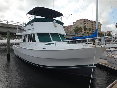 Click image for larger version  Name:2000 mainship 390 sideview.jpg Views:22 Size:74.4 KB ID:94310