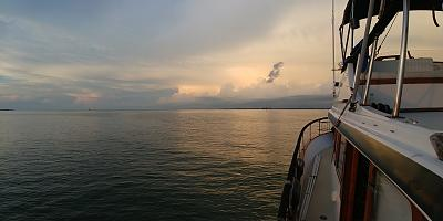Click image for larger version  Name:Anchored  and clouds.jpg Views:213 Size:73.4 KB ID:96150